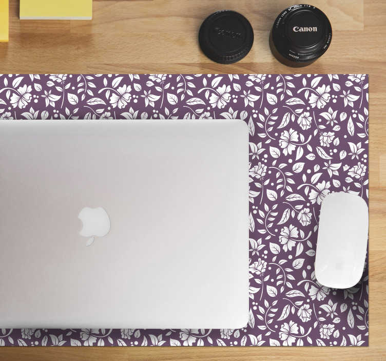 TenStickers. Ornamental vintage flowers floral mouse mat. Color your desk and at the same time get a better experience while using your computer with this floral mouse pad with a pattern of white flowers.