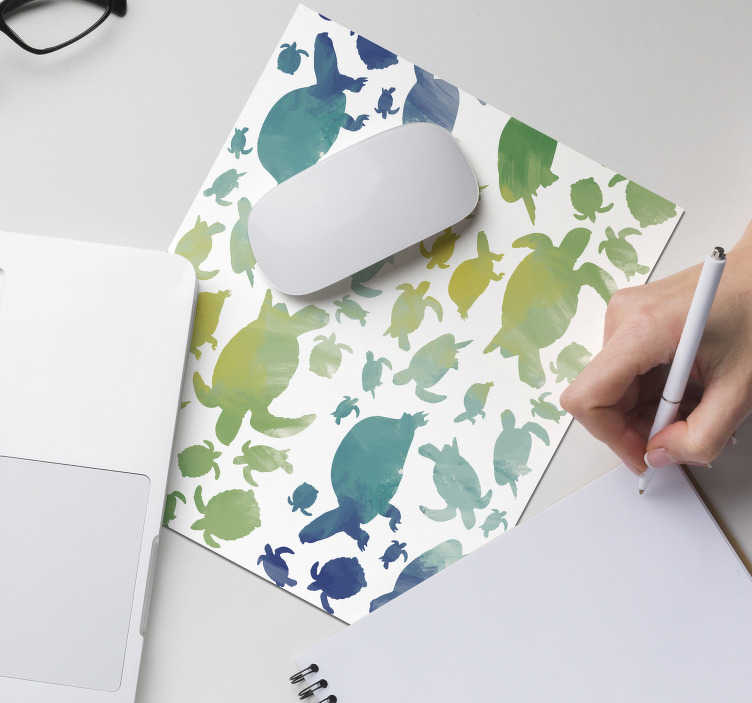 TenStickers. 多彩的乌龟包鼠标垫. 看看我们绚丽多彩的乌龟背包鼠标垫,它可以照亮您的房间。该产品很容易清洗。