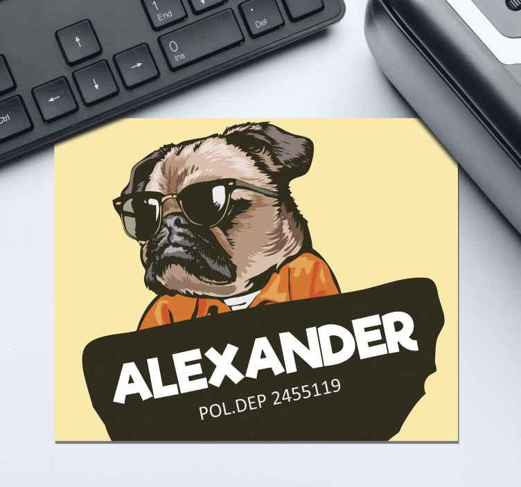 TenVinilo. Alfombrilla ratón con nombre de bulldog . Alfombrilla de ratón original que presenta una imagen de dibujos animados de un perro con gafas de sol y un mono con su nombre al frente.