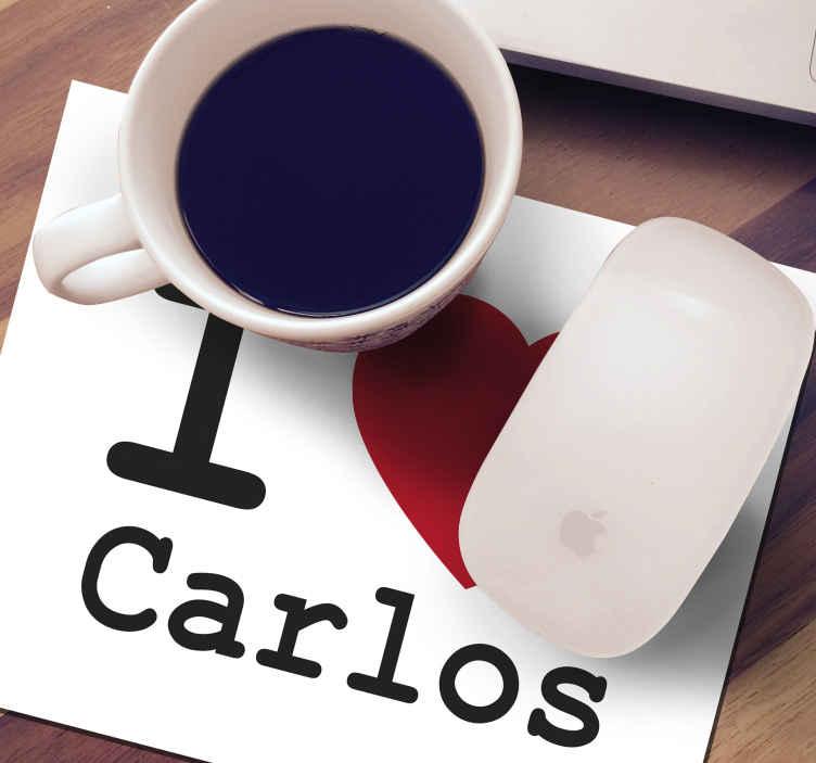 TenStickers. Tappetino per mouse con nome Personalizzato amo. Tappetino per mouse personalizzato che presenta il testo i love Carlos, dove puoi inserire o personalizzare il nome, cosi puoi regalarlo o usarlo.