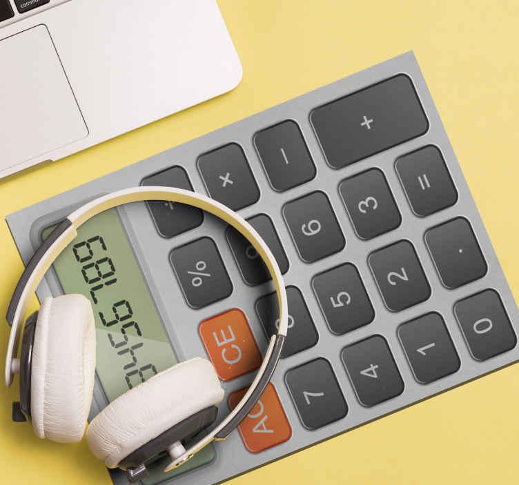 TenStickers. Mouse pad originale Calcolatrice. Acquista il nostro tappetino per mouse caratterizzato da una calcolatrice, ha numeri, caratteri speciali e lo spazio di visualizzazione dello schermo. è facile da pulire.