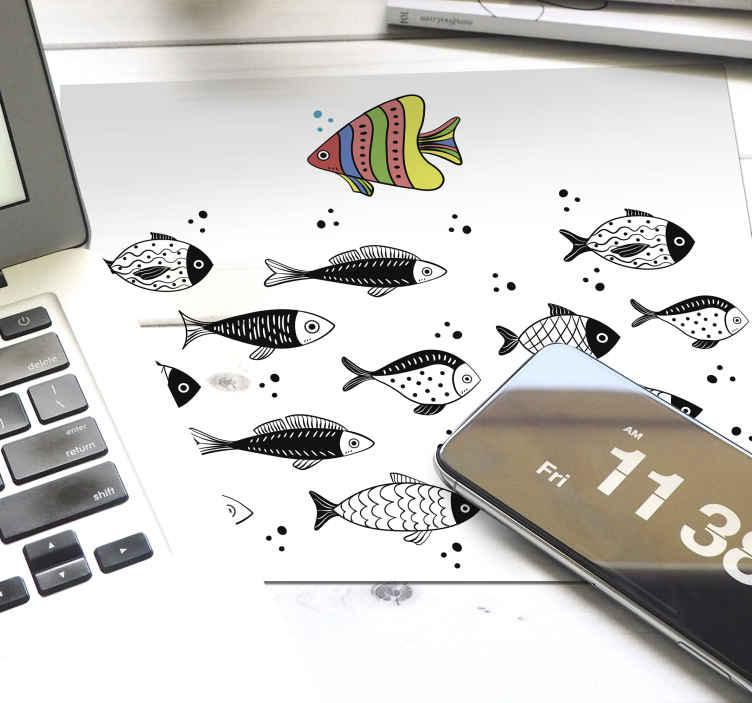 TenStickers. Nasprotni tok ribje mišje preproge. Nasprotni tok z vzorcem ribjih podstavkov za miške, ki gosti različne ribe. Je enostaven za uporabo in anti alergičen. Na voljo je v različnih velikostih.