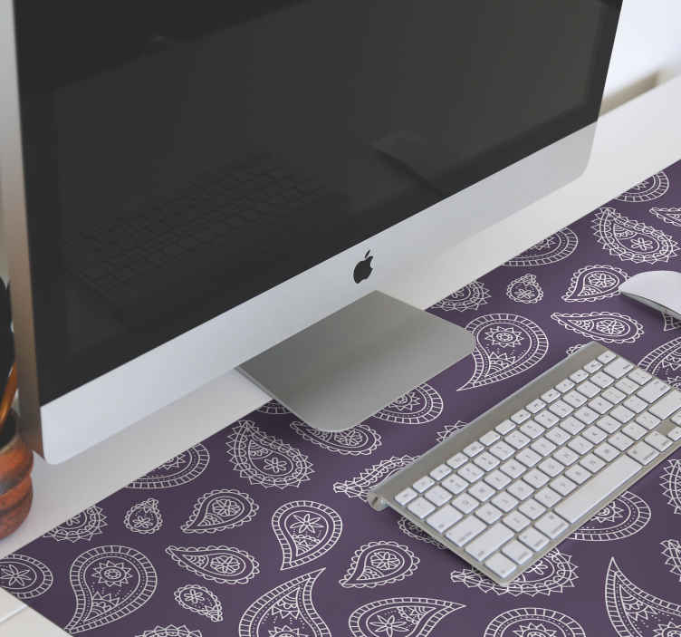 TenStickers. Tappetino per mouse paisley retrò paisley. Bellissimo tappetino per mouse in vinile paisley progettato su sfondo viola. è facile da mantenere e realizzato con materiale di alta qualità.
