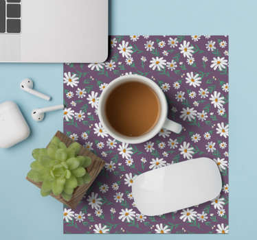 With this fantastic vintage mouse pad with a daisy pattern on a purple background in the 70's style you will be able to use your mouse much easier.