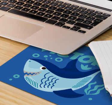Tilpasse din egen tekst i vår originale musematte med babyhai designet på en blå sjøbakgrunn. Den er veldig vennlig å bruke.