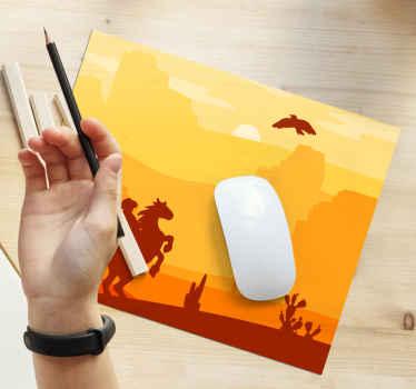 Un increíble diseño de alfombrilla de ratón con paisaje desértico con vaquero montado en un caballo. Elige tamaño ¡Envío a domicilio!