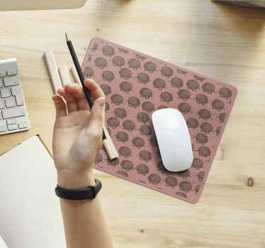 Un tapis de souris porc-épic pour la décoration de votre espace de travail. Ce tapis de souris original est conçu avec divers porcs-épics imprimés sur un joli fond.
