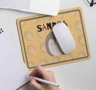 Un tapis de souris hérisson facile à nettoyer et parfait pour votre espace de travail. Il est durable, original et disponible en différentes tailles.