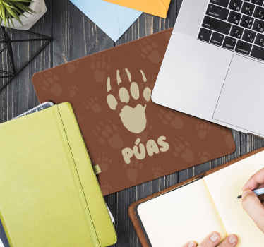 Un tapis de souris hérisson pour votre espace de travail. Ce tapis de souris original est conçu avec un fond brun et une patte de hérisson. Entretien facile.