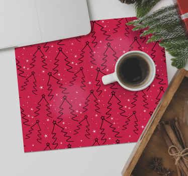 úžasný dizajn podložky pod vianočný stromček, ktorý obsahuje skupinu čiernych vianočných stromčekov obklopených hviezdami na červenom pozadí. Zaregistrujte sa s 10% zľavou.