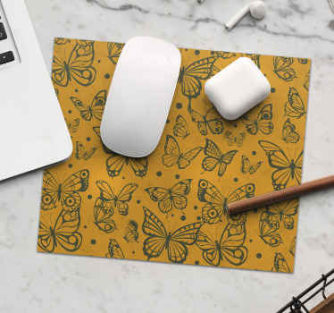 Utilice nuestra alfombrilla de ratón original con diseño de mariposas sobre fondo vintage. Fácil de mantener ¡Envío a domicilio!