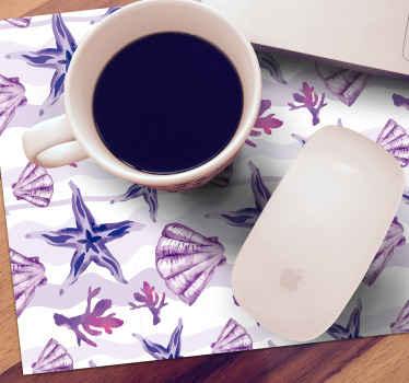 Tapis de souris coquillage qui présente un superbe sticker d'étoiles de mer, de corail et de coquillages colorés dans de belles nuances de violet
