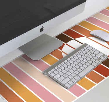 Décorez votre espace informatique avec ce tapis de souris en sticker rayé soleil des années 70. Très grande forme pour placer également vos autres appareils.