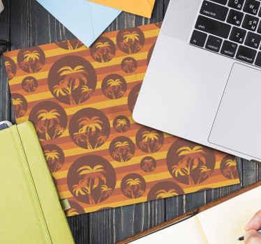 Un tapis de souris palmiers sur cercles avec des rayures de couleur coucher de soleil comme arrière-plan. Décorez l'espace de votre appareil avec ce design rétro.