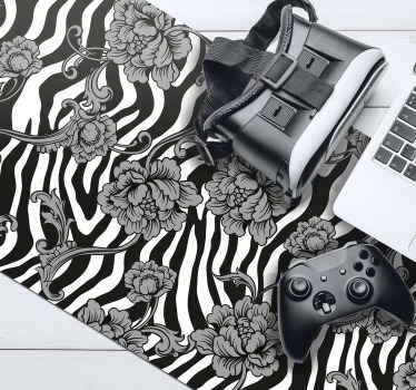 斑马纹花卉鼠标垫,带有可爱的斑马纹图案,顶部有精美的花朵图画。提供折扣。