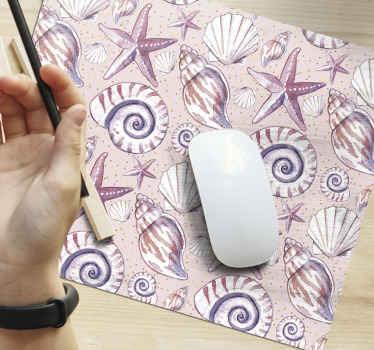 Alfombrilla de ratón original con diseño de vida marina en color lila con elementos marinos como conchas, caracoles, estrellas de mar.