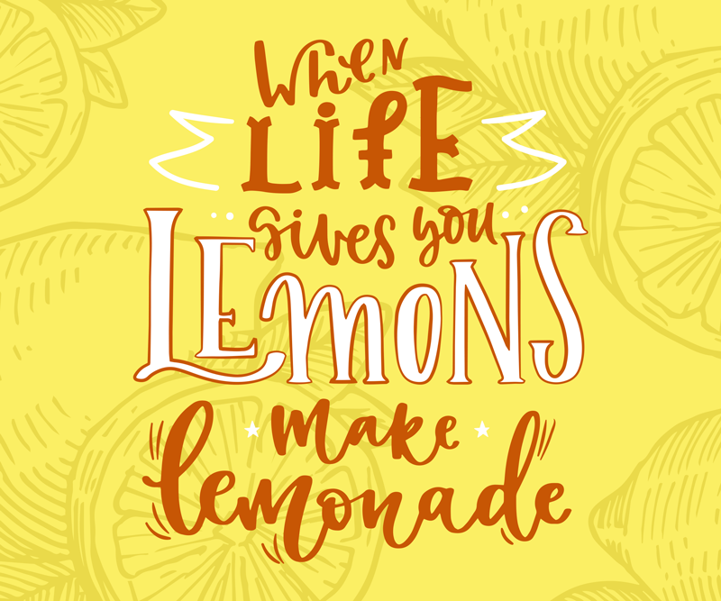 """TenVinilo. Alfombrilla ratón cuando la vida da limones. Alfombrilla de ratón de limón que presenta el famoso texto """"cuando la vida te da limones, haz limonada"""" rodeado de dibujos de limones."""