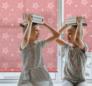 Ozdobte svým dětem jejich pokoj s těmito fantastickými roletami pro okna v ložnici zobrazující bílé a růžové hvězdy na růžovém pozadí. Objednat teď!