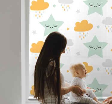 Vytvořte v pokoji svého drobce veselou atmosféru s prostorem okna s našimi severskými usmívajícími se hvězdami a cloudovými dětskými roletami.