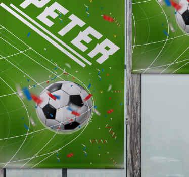 Krásná roleta s designem ilustrace fotbalové branky v síti na poli s deštěm oslav konfety.