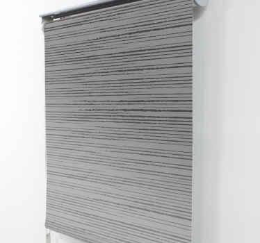 Pruhovaná šedá moderní roleta vyrobená z odolného materiálu a lze ji instalovat na jakýkoli okenní prostor ve správné velikosti. Originální a odolné.