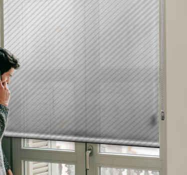 Užijte si svůj prostor v moderním stylu s prostorem okna s naší pruhovanou světle šedou moderní roletou. Snadno se instaluje, je originální a přizpůsobitelný.