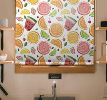 Vnitřní markýza se svými elegantními vícebarevnými roletami z ovoce a zeleniny dokonale zapadá do moderní kuchyně. Víte, kterou slepou zvolit?