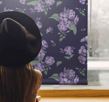 Tato slepá fialová kytička je založena na tmavě fialovém pozadí a je naplněna květy levandule s jemnými zelenými listy. Zvolte mechanismus!