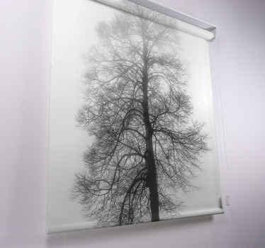 Naše inspirovaná okenní roleta ve stupních šedi má nádhernou sofistikovanou texturu, kombinuje potisk textilií a vytváří nápadný obvaz pro každé okno.
