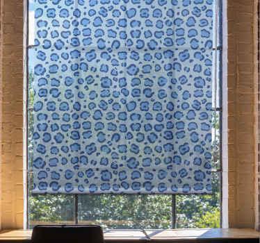 """Přineste si do svého domu nějaké barvy s touto úžasnou roletou do obývacího pokoje s """"modrým leopardím potiskem"""". Nečekejte déle a objednávejte hned!"""