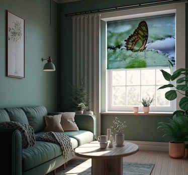 Tento design zvířecí rolety je založen na obrázku zeleného motýla létajícího nad tyrkysovou vodou. Zvolte mechanismus a typ materiálu!