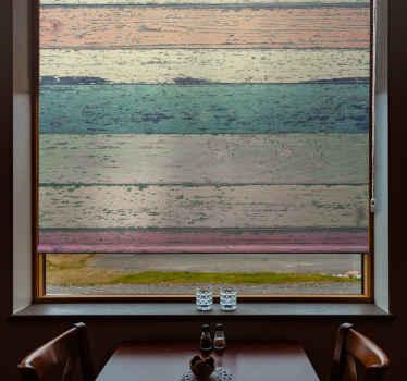 Tato roleta v obývacím pokoji je založena na starých rustikálních dřevěných cihel v pastelových barvách, jako je zelená, broskvová, krémová a žlutá. Již předinstalovaný!