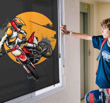 Tento design je založen na černém pozadí s velkou grafikou osoby na motorce v akci. Vyberte velikost, mechanismus a typ materiálu!