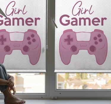 """Roleta tohoto teenagera je založena na bílém pozadí s velkou grafikou herní podložky a textem, který říká """"girl gamer"""". Vyberte velikost!"""