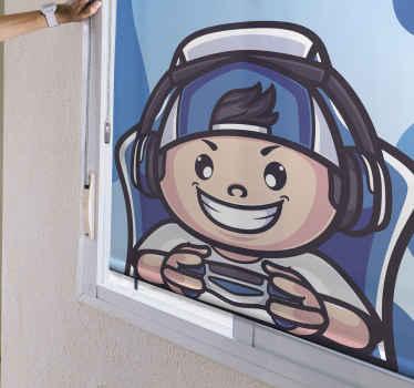 Tato zábavná roleta je vyrobena s velkou grafikou hráčského chlapce se širokým úsměvem a herním vybavením v modré barvě. Zvolte mechanismus a velikost!
