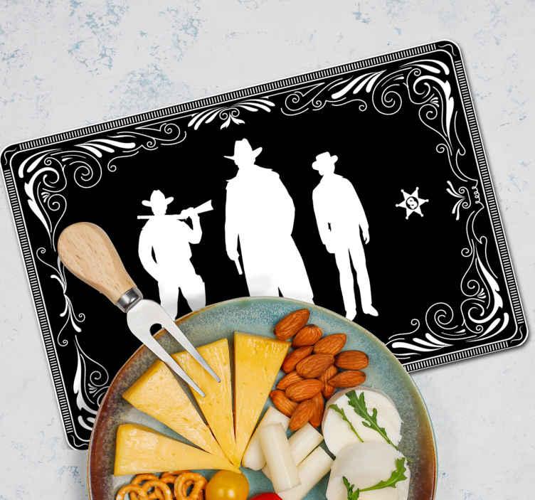 TenStickers. 牛仔和马匹图案黑色乙烯基餐垫. 一个可爱的牛仔家居餐垫设计。以黑色背景上的三个牛仔剪影为特色的设计。易于维护和存储。
