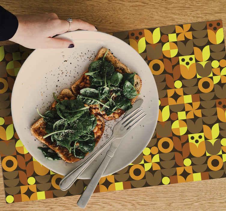 TenStickers. 70年代抽象餐垫. 灵感来自70年代的老式乙烯基餐垫,在您的餐桌上看起来会很神奇。立即注册,首次购买即可享受10%的折扣。