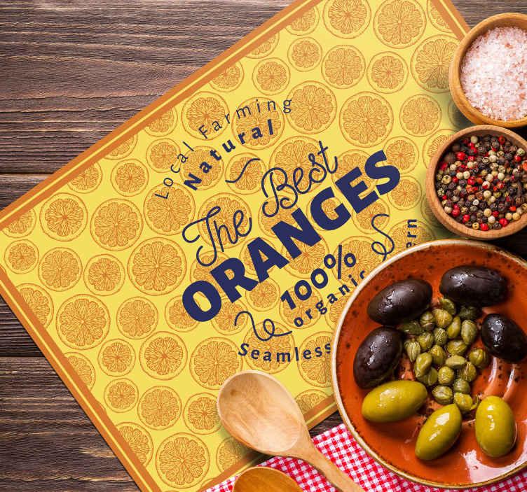 Tenstickers. Mantel orange hand rita mönster ram citrus bordsmatta. Rektangel bordsmatta med den orange handen rita mönster ram design i orange färg och med den orange illustrationen i bakgrunden.