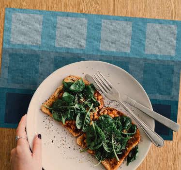 Plavi podlozi puni kvadrata moderni su dodatak koji će vaše stolove učiniti urednim i urednim. Kvalitetan vinil, lako se čisti!