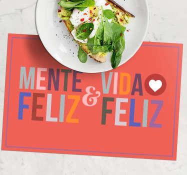 """Encuentra la inspiración en cada comida que comes. Mantel individual con frase """"mente feliz, vida feliz"""" ¡Envío a domicilio!"""