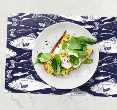Rektangel bordstabletter med design av skisser av blå fisk kommer att se fantastiskt ut på ditt bord. Njut av varje måltid med uppsättningen av de trendiga bordstabletter