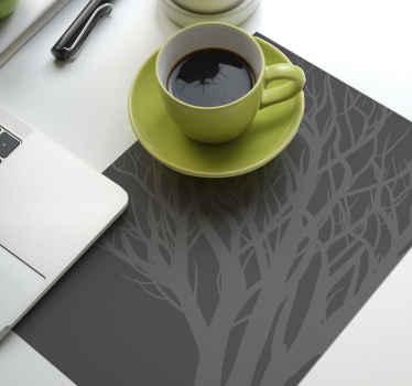 Goditi il tuo tè, il caffè e il pasto sulla nostra elegante tovaglietta grigia con disegno di albero ornamentale. Il prodotto è ideale sia per la casa che per la ristorazione.