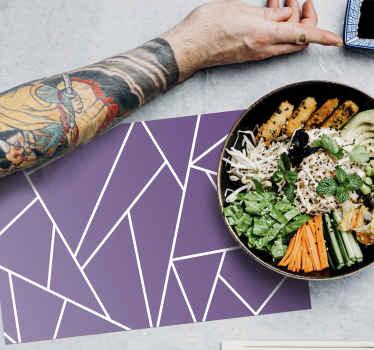 Purpurinio fono elegantiški kilimėliai namams ir restoranui. Elegantiškas kilimėlis, kad bet kokia vakarienės stalo erdvė taptų elegancija.