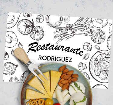 Un mantel individual de color para restaurante con texto personalizable a elección. El diseño se presenta con dibujos de vegetales y frutas.