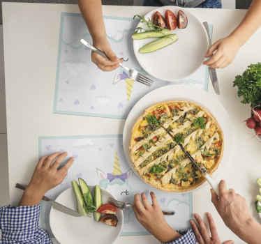 Manteles individuales infantiles con unicornios en estilo nórdico con el que no ensuciarás la mesa y las comidas serán amenas ¡Envío a domicilio!
