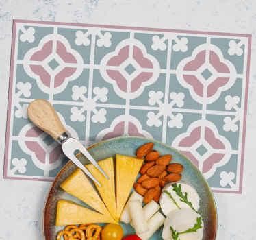 Design de placă de casă în stil pastel, pentru decorarea spațiului mesei dvs. Cu o notă clasică. Este ușor de întreținut și de bună calitate.