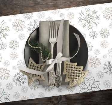 Lovely decorative Snowflakes pattern Christmas place mats design. It is made from high quality material and easy to maintain.