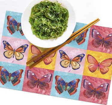 Tapis de table papillon qui comporte 12 papillons dans différents carrés carrelés de couleur. Chacun des papillons a son propre design et ses propres couleurs.