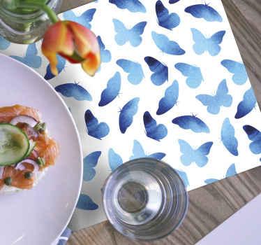 Smuk sommerfugl borddækkeservietter design, der har blå malede sommerfugle på en hvid baggrund. Materialer af høj kvalitet.