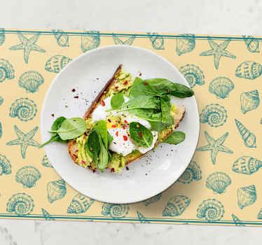 Mantel individual beige con conchas marinas perfecto para decorar y disfrutar mejor de tus comidas. Alta calidad ¡Descuentos disponibles!